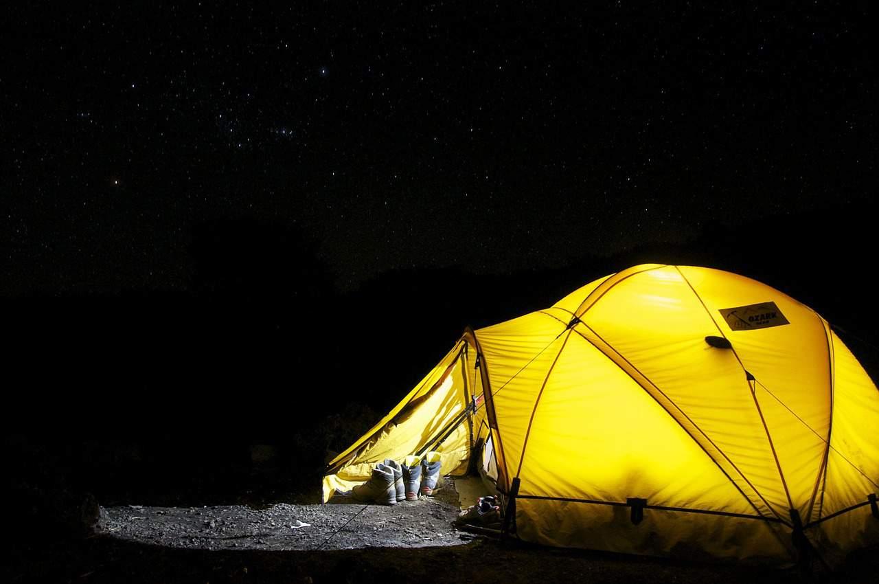 אוהל צהוב