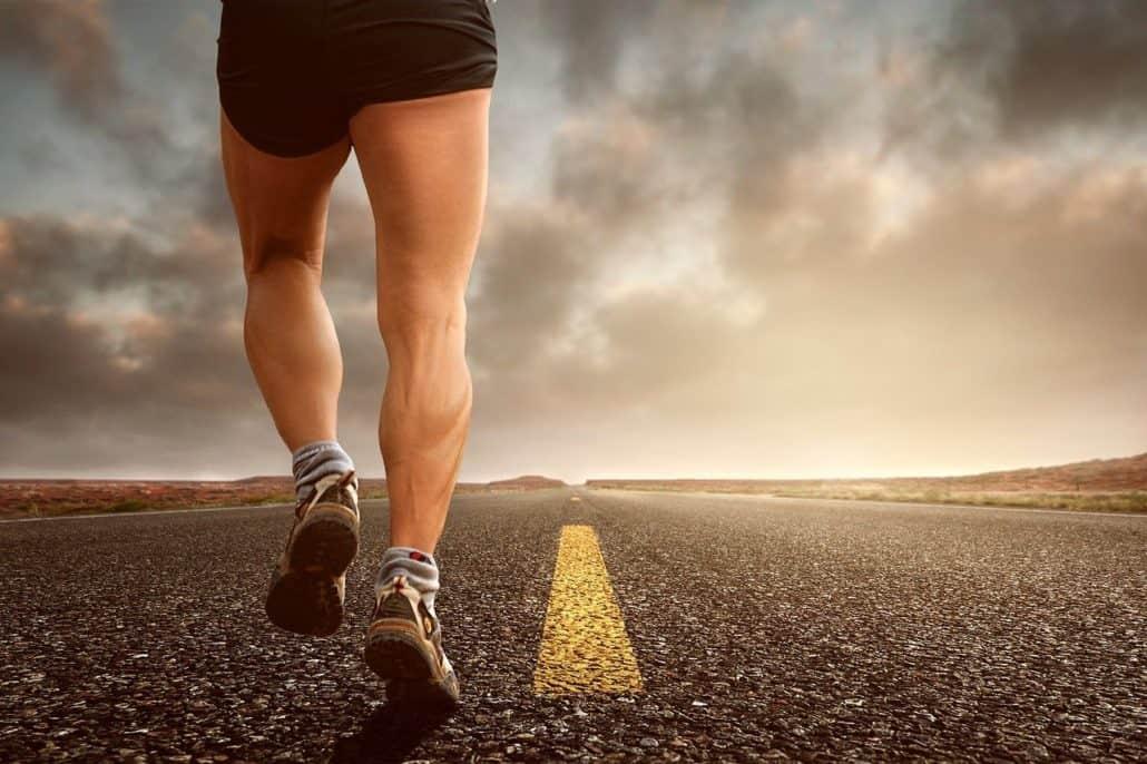איש עושה ריצה